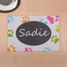 Impresión de patas de colores personalizados y alfombrilla blanca para comida de mascotas