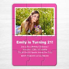 Rompecabezas como invitación personalizada al cumpleaños ´Sweet seisteen 16´ de color rosa fucsia