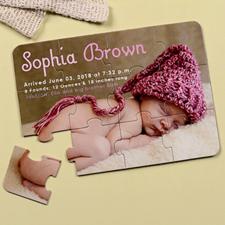 Rompecabezas como carta de anuncio personalizado del nacimiento de la niña