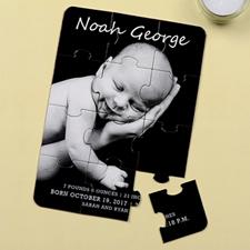 Rompecabezas como carta personalizada de anuncio con retrato del nacimiento