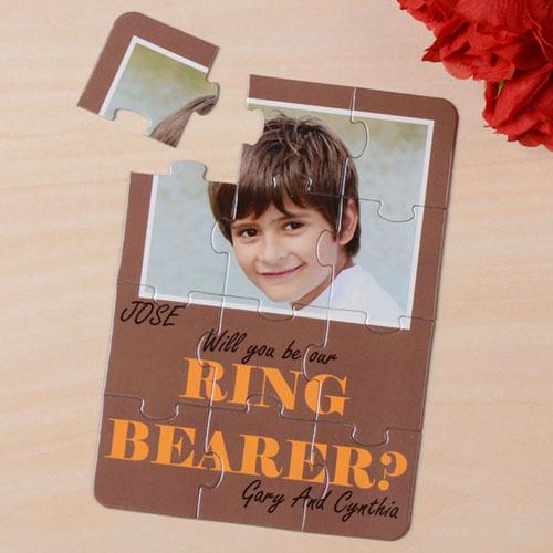 Rompecabezas como invitación de color marrón `Quieres ser el responsable de los anillos?´