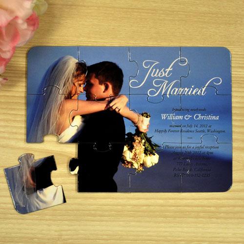 Rompecabezas como invitación y anuncio personalizado de los recien casados