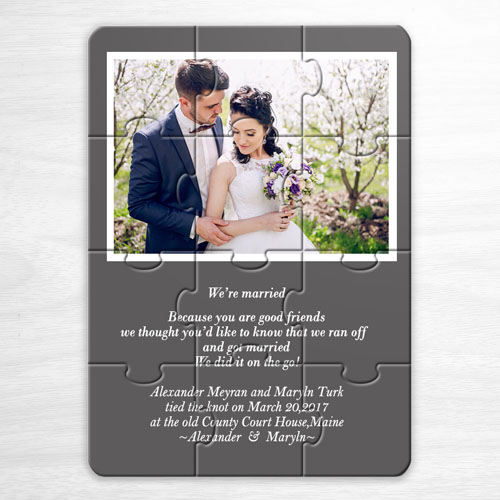 Rompecabezascon foto como invitación de color gris al casamiento