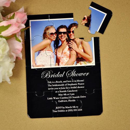 Rompecabezas como invitación personalizada a la fiesta para la futura novia de color negro